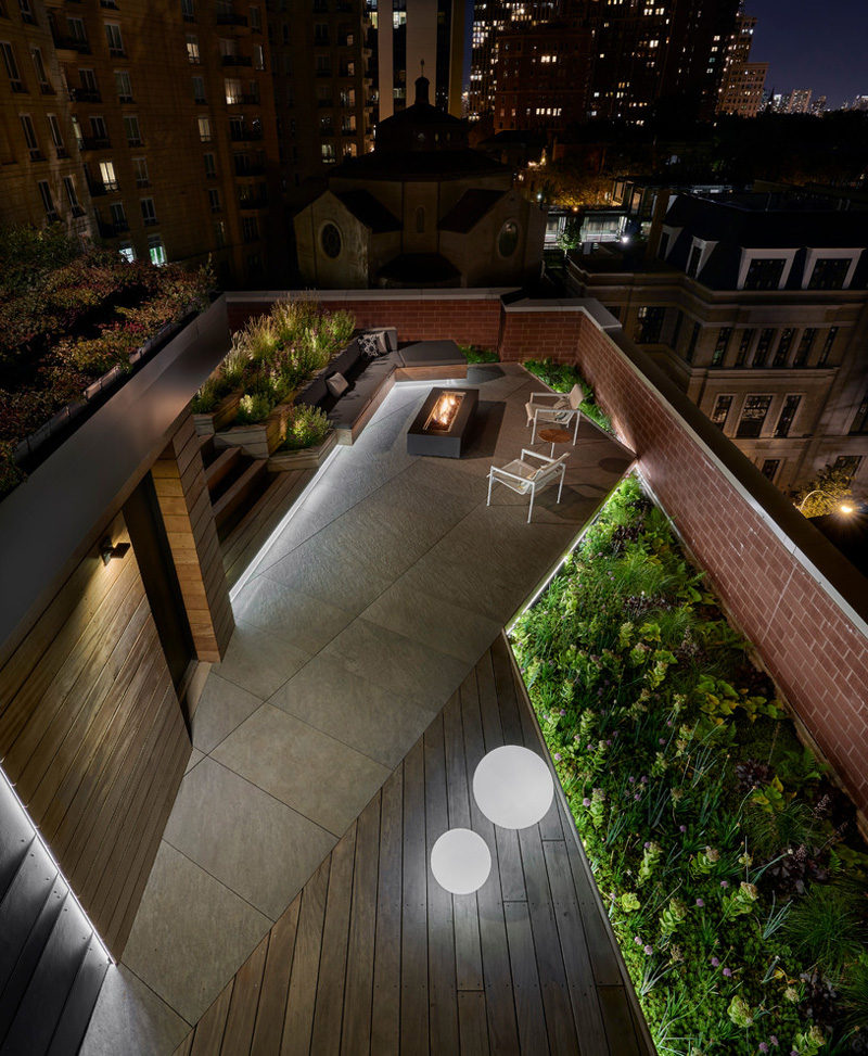 7 Design Lessons To Learn From This Awesome Roof Deck In Chicago // Keeping The Lights Low -- Hidden, recessed lighting gives you a nice calm glow of light that surrounds you.