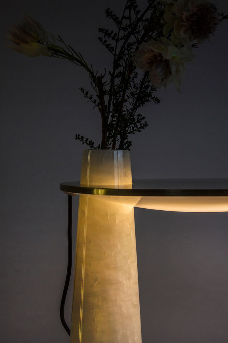 Ben Liu of Shanghai-based product design studio Pushe, has created 'Subtle Happiness', a multi-functional decor item that combines a table lamp and a vase. #Design #Decor #TableLamp #Vase