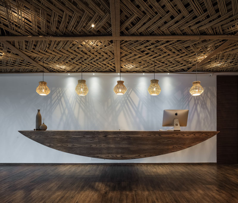 23 Pictures Of The Ripple Hotel At Qiandao Lake, In Hangzhou, China // The floating hotel reception desk.