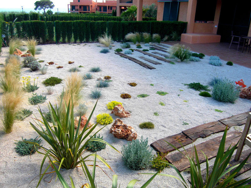 5 Benefits Of Having A Rock Garden // Rock gardens require fewer plants than traditional gardens and fill in empty spaces with smaller rocks to make your yard full without feeling overgrown. This allows the yard to be perceived as larger than it actually is.